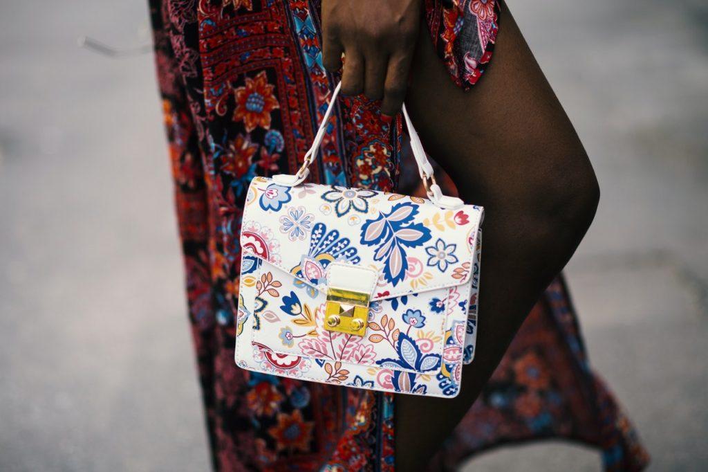 Conheça os melhores tipos de bolsas para diferentes looks (Foto de Godisable Jacob no Pexels)
